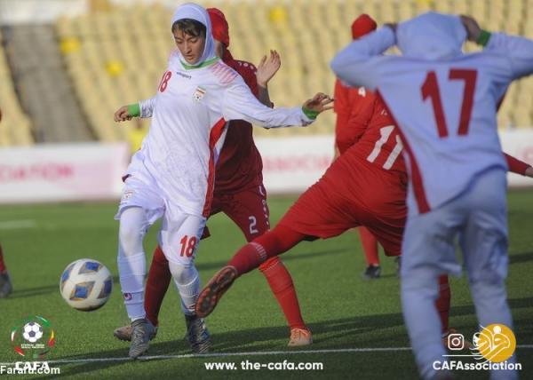 (تصاویر) رقابت دختران فوتبالیست ایران برابر افغانستان