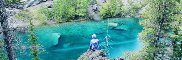 جذابیت های آلبرتا: آب دریاچه های Grassi به طور خیره کننده ای فیروزه ای رنگ است